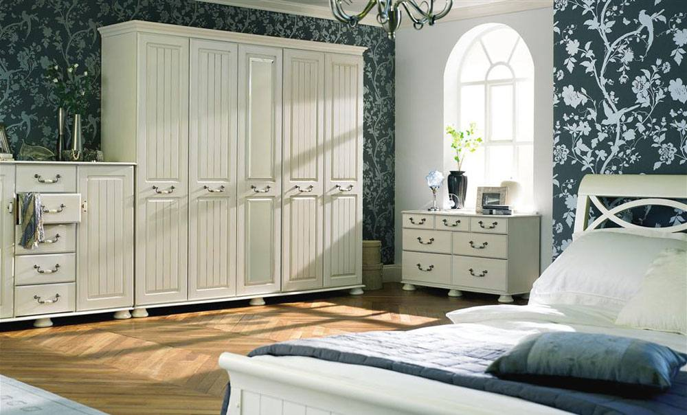 kingstown traditional bedroom furniture